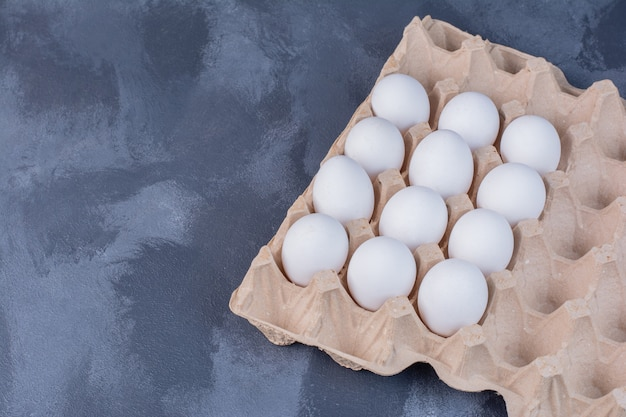 Bio-eier in einer pappschale Kostenlose Fotos