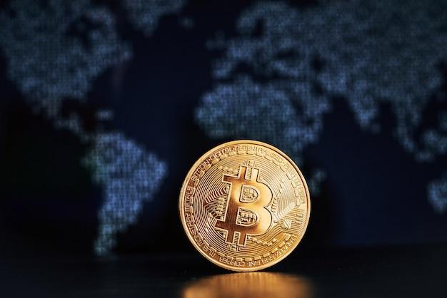 Bitcoin auf weltkartenoberfläche Premium Fotos