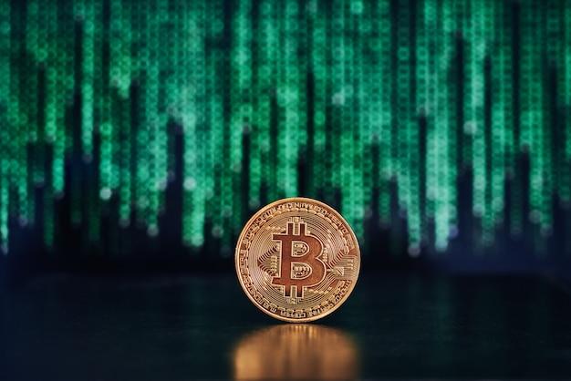 Bitcoin mit code auf der oberfläche Premium Fotos
