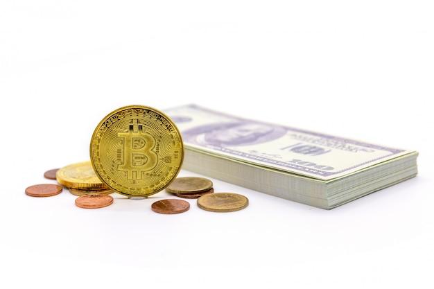 Bitcoin und dollar auf weiß Premium Fotos