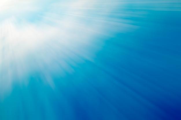 Blaue farbe hintergrund mit strahl licht aus der oberen linken ecke. Premium Fotos