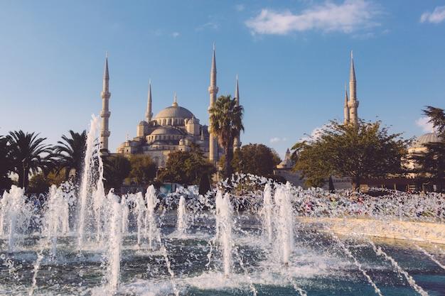 Blaue moschee in istanbul an einem sonnigen tag Premium Fotos