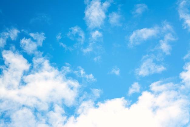 Blauer himmel mit wolken Premium Fotos