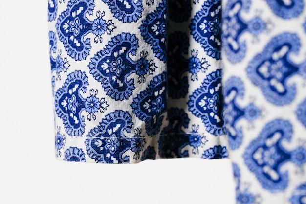 Blauer stoff mit blumenmuster Kostenlose Fotos