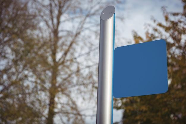Blaues leeres plakat auf straße Kostenlose Fotos
