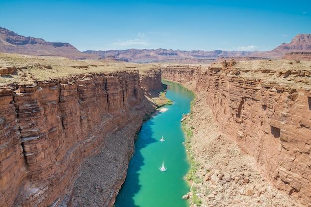 Blick auf den colorado river im grand canyon von den navajo-brücken Premium Fotos