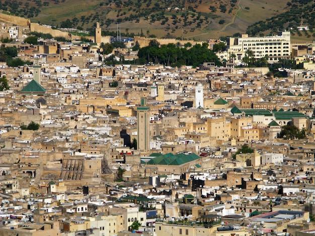 Blick auf die medina von fes, marokko Premium Fotos