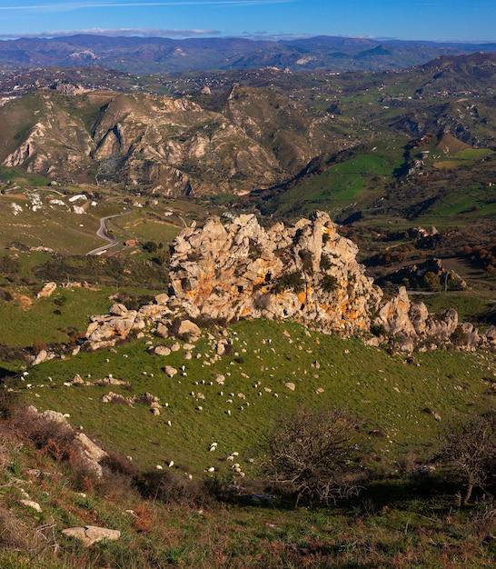 Blick auf die typisch sizilianische landschaft Premium Fotos