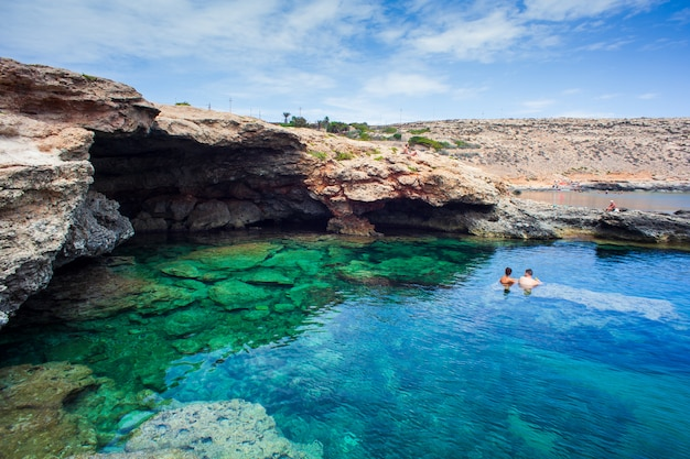 Blick auf mare morto strand Premium Fotos