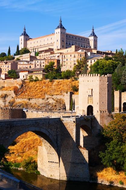 Blick auf toledo mit puente de alcantara Kostenlose Fotos