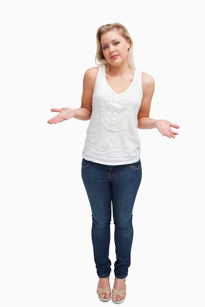 Blonde frau, die ihre unterarme ausdehnt Premium Fotos