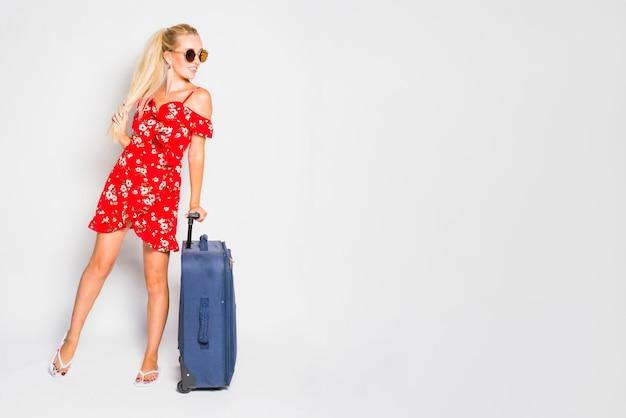 Blonde frau mit koffer Kostenlose Fotos