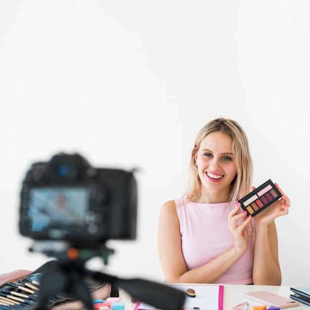 Blonde influencer-aufnahme macht video Premium Fotos