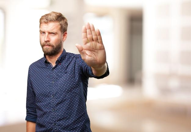 Blonder mann wütend ausdruck Kostenlose Fotos