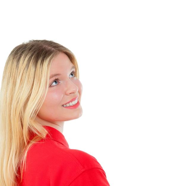 Blondes mädchen mit rotem t-shirt Premium Fotos