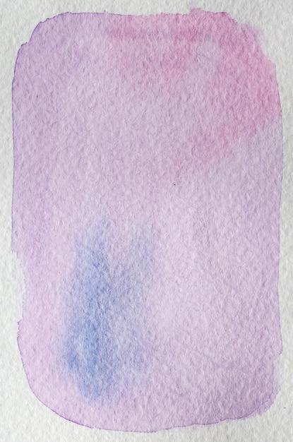 Blume hellrosa, lila, violett, blaue hand gezeichnete abstrakte aquarell hintergrundrahmen. platz für text, schrift, kopie. postkartenvorlage. Premium Fotos