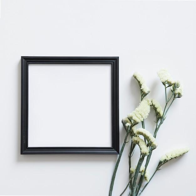 blumen neben rahmen f r fr hling download der. Black Bedroom Furniture Sets. Home Design Ideas