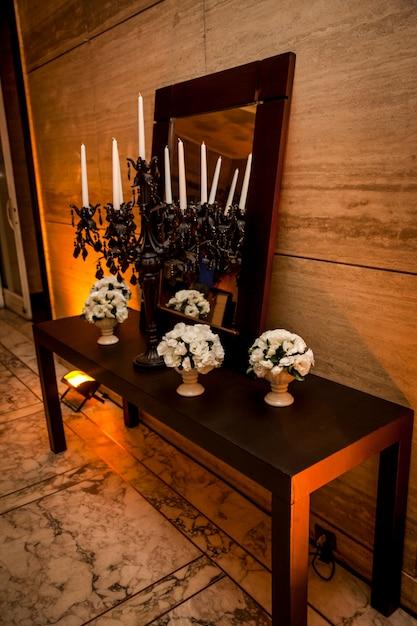 Blumendekoration auf einer party. Kostenlose Fotos
