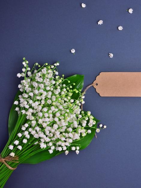 Blumenstrauß aus maiglöckchen Premium Fotos