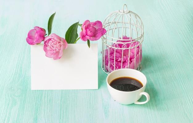 Blumenstrauß mit rosa pfingstrosen. Kostenlose Fotos