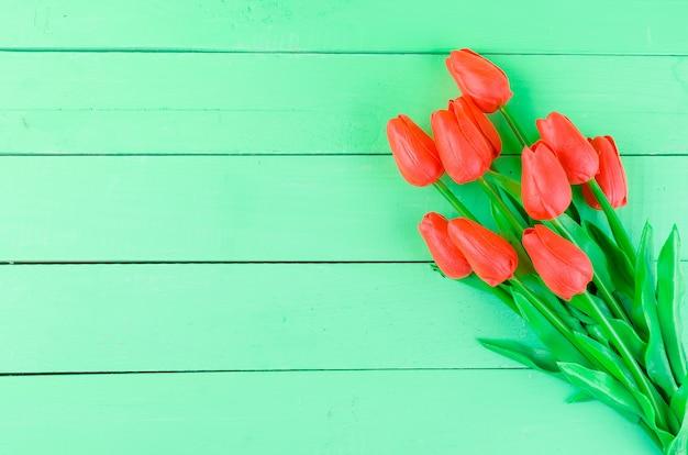 Blumenstrauß von frühlingsrottulpen Premium Fotos