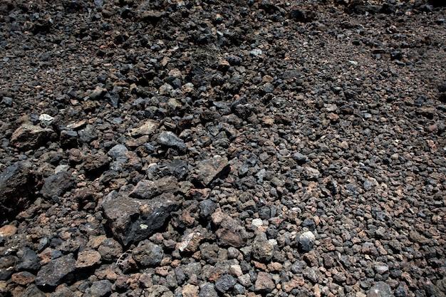 Bodenbeschaffenheit der schwarzen vulkanischen steine Premium Fotos