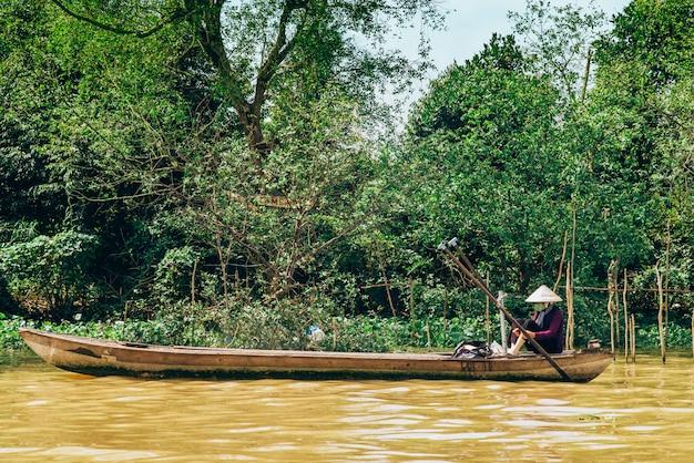 Bootssegeln entlang dem berühmten mekong in vietnam Premium Fotos