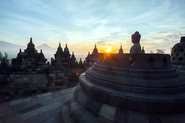 Borobudur tempel dämmerung Premium Fotos