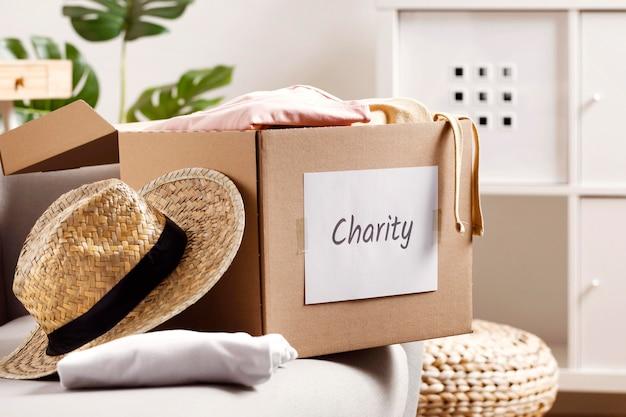 Box mit spenden für die wirtschaftskrise Premium Fotos
