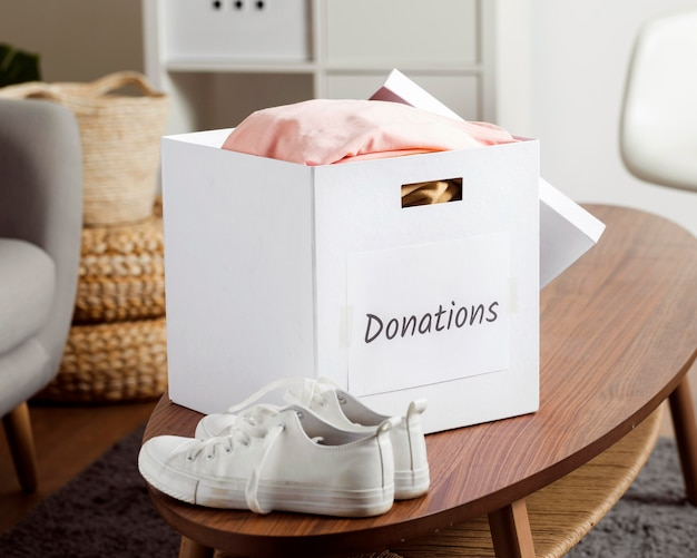 Box mit spenden während der wirtschaft abnehmen Premium Fotos