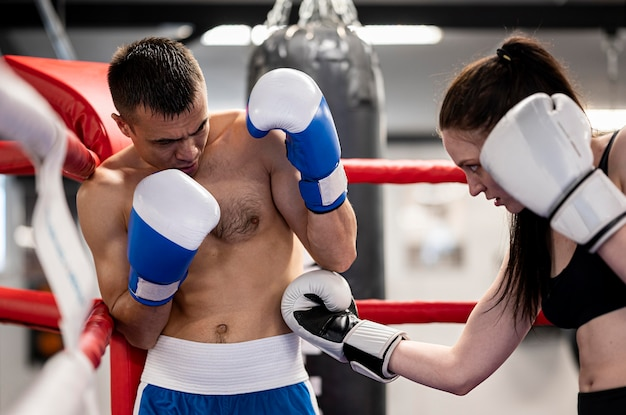 Boxer stehen sich gegenüber Kostenlose Fotos