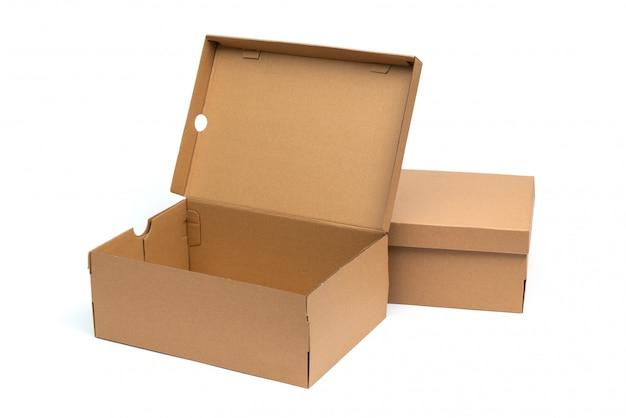 Braune schuhbox aus karton mit deckel für die verpackung von schuh- oder sneaker-produkten Premium Fotos