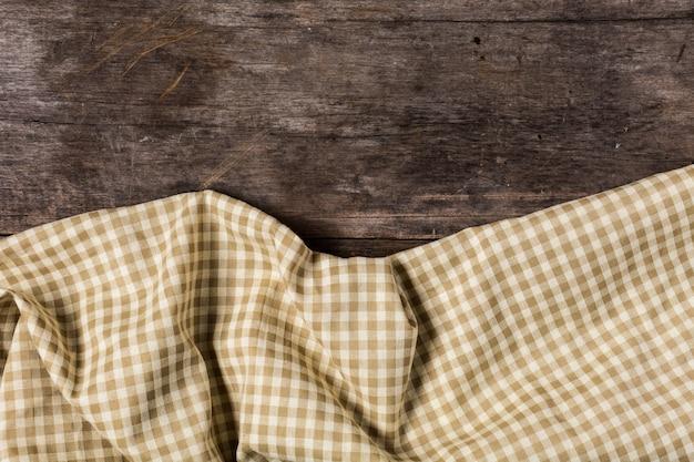 Braune tischdecke auf holztisch hintergrund Premium Fotos