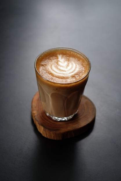 Brauner kunstkaffee des cappuccinos Premium Fotos