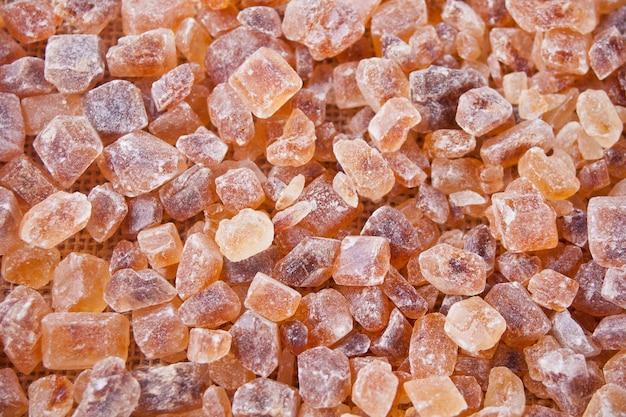 Brauner zuckergestein organisch kristallin. nahansicht. ansicht von oben Premium Fotos