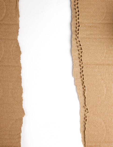 Braunes papier aus der schachtel, zerrissene kante Premium Fotos