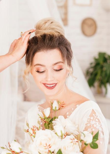 Braut macht sich bereit Kostenlose Fotos