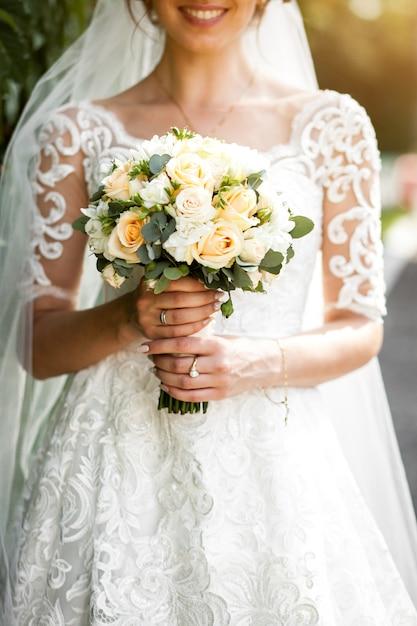 Braut mit blumen Kostenlose Fotos