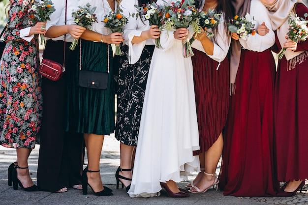 Braut mit brautmädchen Kostenlose Fotos