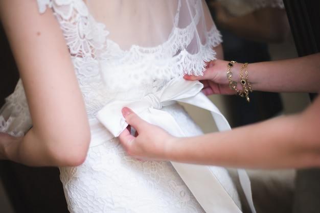 Brauthochzeitsdetails, weißes hochzeitskleid für eine frau Premium Fotos