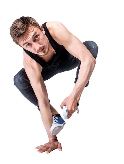 Breakdancer macht einhändiger handstand vor einem weißen hintergrund Kostenlose Fotos