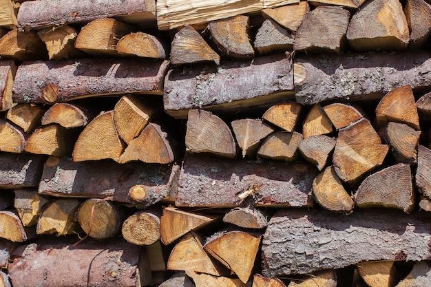 Brennholz als hölzerner hintergrund Premium Fotos