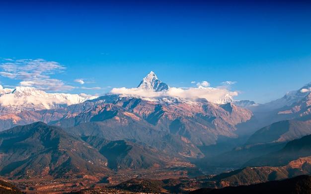 Bringen sie fischschwanz und tal bei pokhara, nepal an Premium Fotos