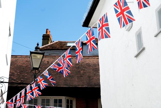 Britische und englische nationalflagge im restaurant und pub, london Premium Fotos