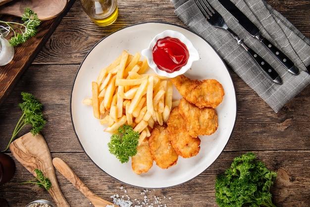 Britischer snack frittierte fish and chips Premium Fotos