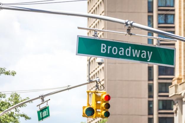 Broadway-straßenschild in new york city usa Premium Fotos