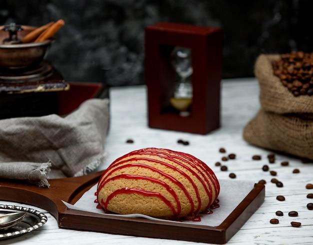 Brot mit marmelade auf dem schreibtisch gekrönt Kostenlose Fotos