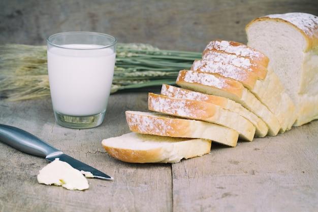 Brot und milch Kostenlose Fotos