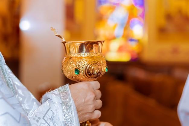 Brot, wein und bibel zur abendmahlsgemeinschaft, gebet um wein Premium Fotos