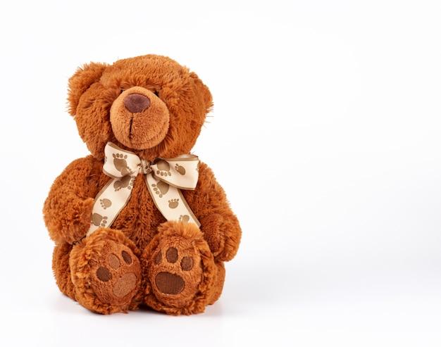 Brown teddybär mit einer schleife am hals Premium Fotos